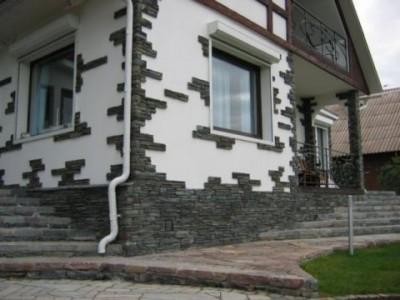 Пример использования камня в отделке фасада дома