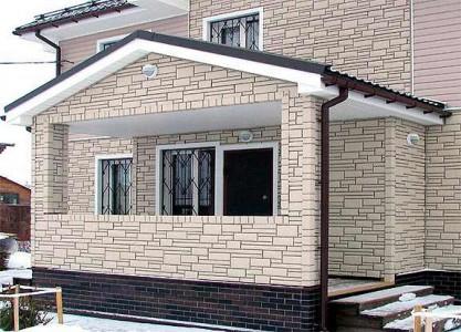Красивая отделка фасада дома камнем