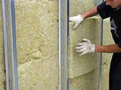 Монтаж базальтовых плит на стену дома