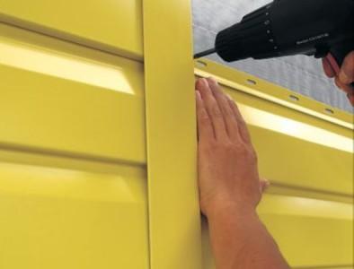 Монтаж металлического сайдинга на стену дома