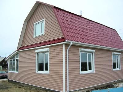 Пример отделки фасада дачного дома сайдингом