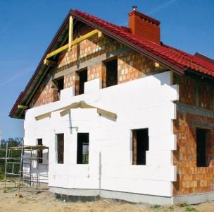 Процесс утепления фасада дома пенополистеролом