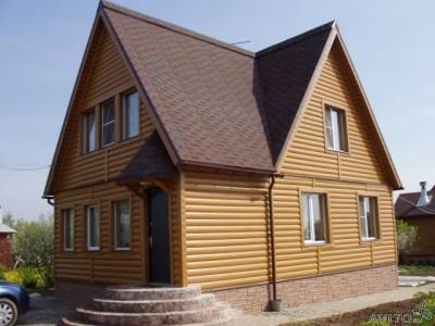 Дом отделанный железным сайдингом под бревно