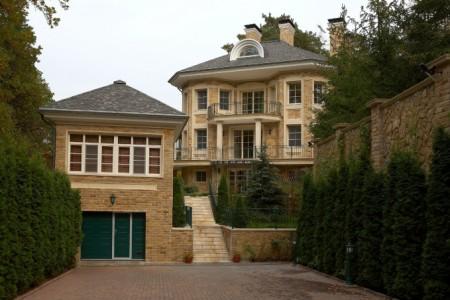 Пример отделки фасада дома в стиле прованс