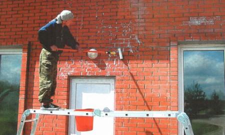 Нанесение материалов на фасад дома
