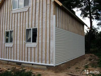 Процесс монтажа сайдинга на стену дома