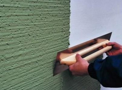 Пример нанесение штукатурки на стену дома