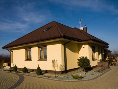 Дом отделанный фасадной штукатуркой