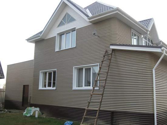 Отделка декоративным кирпичом фасада дома