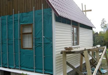 Обшивка деревянного дома с пароизоляцией