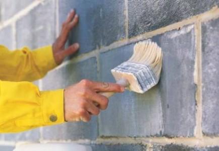 Нанесение вручную на стену из пеноблоков