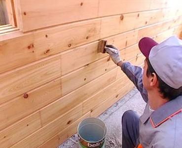 Грунтование деревянного фасада