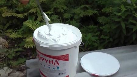 Корунд представляет собой жидкий состав, который надо разводить водой