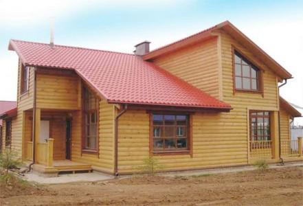 Дом. обшитиый блок хаусом из лиственницы