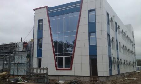 Пример отделки фасада здания композитными панелями