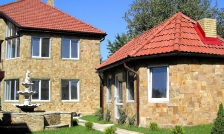 Облицовка зданий плиткой из известняка правильной формы