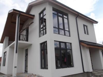 Дом, отделанный структурной штукатуркой