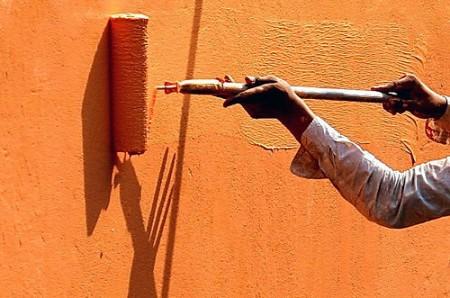 Нанесение структурной фасадной краски