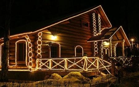Контурное освещение деревянного дома
