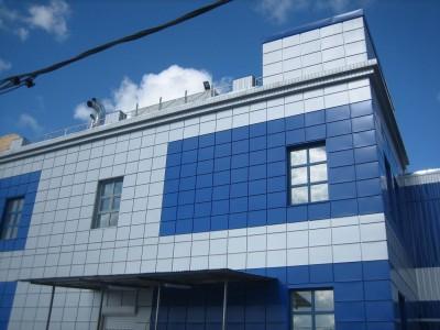 Навестные фасады на многоэтажном здании