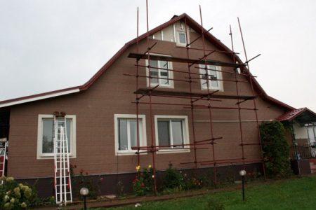 Процесс отделки фасада частного дома панелями