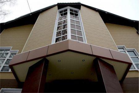 Дом отделанный фасадами Стенолит