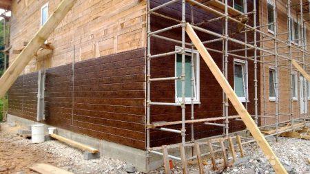 Процесс монтажа фасадных панелей