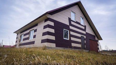 Дом, отделанный фасадными панелями