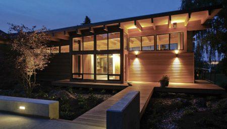 Достоинства деревянных фасадов