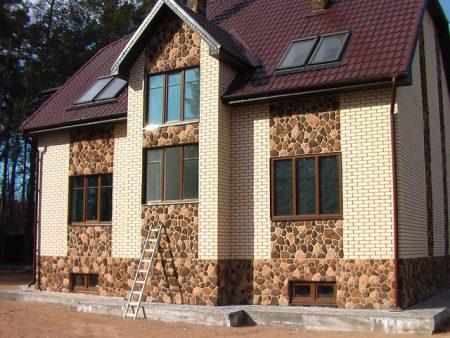 Пример монтажа панелей на фасад дома